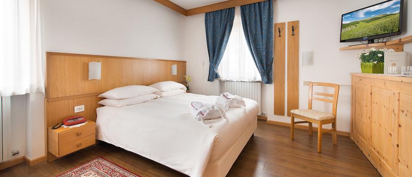 italy_livigno_hotel-livigno_bedroom2.jpg